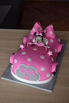 Minnie maus car cake for little Mini Mouse Birthday Cake, Minnie Mouse Birthday Theme, Mickey Mouse Clubhouse Cake, 1st Birthday Cake For Girls, Bolo Do Mickey Mouse, Bolo Minnie, Minnie Mouse Cake, Miki Y Mini, Cupcake Cakes