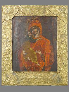 Лот 10682. Икона «Пресвятая Богородица Владимирская», дерево, левкас, темпера; басма— латунь; XVIIIвек, размер: 28×23см