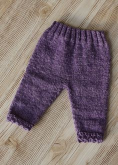 Baby Pants pattern by Susan Galbraith Basic Baby Pants by Cloud Nine Knit Designs on RavelryBasic Baby Pants by Cloud Nine Knit Designs on Ravelry Knit Baby Pants, Baby Pants Pattern, Crochet Baby Hat Patterns, Baby Leggings, Crochet Baby Hats, Baby Patterns, Baby Knits, Knitted Baby, Free Crochet