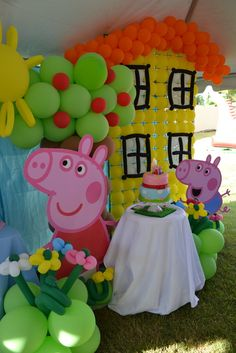 Balloon decorations at a Peppa Pig Party #peppapig #party