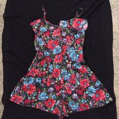 Romper Floral print romper w/ adjustable straps. Perfect for summer!! Forever 21 Pants Jumpsuits & Rompers