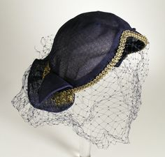 An elegant gold trimmed navy blue hat from the late Vintage Hats, Vintage Glamour, Vintage Outfits, 1930s Fashion, Vintage Fashion, 1930s Costumes, 1930s Hats, Cool Hats, Caps For Women