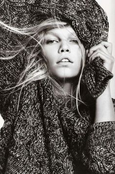 I'm addicted to oversized knitted sweaters...... I just love it <3