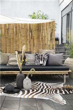 33 ideas modern outdoor seating area decor for 2019 Reception Seating Chart, Cafe Seating, Outdoor Seating Areas, Bamboo Furniture, Garden Furniture, Classroom Seating Arrangements, Corner Seating, Sustainable Furniture, Interior Garden