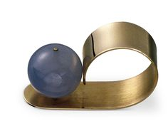 Ring, ca. 1975; 14k yellow gold, chalcedony Photos: Courtesy of Betty Cooke
