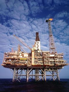 Oil Rig Jobs, Oil Platform, Drilling Rig, Oil Industry, Desert Plants, Fire Heart, Oil And Gas, Rigs, Engineering