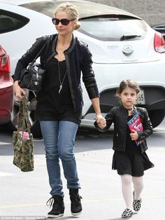 Actress Sarah Michelle Gellar looking great in our Rebecca Taylor Tweed Fitted Blazer Black!  http://www.oxygenboutique.com/Tweed-Fitted-Blazer-Black.aspx
