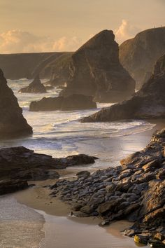 Sunset at Bedruthan Steps, Cornwall, England. Beautiful World, Beautiful Places, Hotel Des Invalides, Devon And Cornwall, Cornwall Coast, Photos Voyages, English Countryside, British Isles, Belle Photo