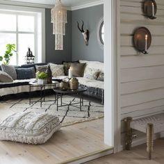 """""""Denne stuen er også fin når den er stram i linjene - det skal du  få se med egne øyne i Bonytt nr 5 som handler om forandring og fornyelse. Foto: Niklas…"""""""