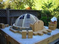 Four à pizza bois : How To Build A Pizza Oven Dome styrofoam forms for pizza oven Sharing is caring, don't forget to share ! Home Pizza Oven, Build A Pizza Oven, Brick Oven Outdoor, Pizza Oven Outdoor, Diy Jardin, Oven Diy, Bread Oven, Four A Pizza, Wood Oven