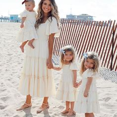 Madison, Taytum and Oakley are strutting there stuff in our Ivy City Ophelia Dress. These dresses feature tiered ruffles, flutter sleeves, square neck line. Take her anywhere from the beach to a wedding this summer season. Celebrity Baby Pictures, Celebrity Babies, Baby Kind, Mom And Baby, Summer Family Pictures, Taytum And Oakley, Fisher, Southern Baby, Family Picture Outfits