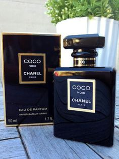 Coco Noir by Chanel. Shop niche perfumery samples at Fimaron. Search your favorite parfums in our niche collection. Perfume Versace, Parfum Chanel, Parfum Victoria's Secret, Perfume Lady Million, Perfume Calvin Klein, Best Fragrances, Best Perfume, Perfume Collection, Vintage Perfume Bottles