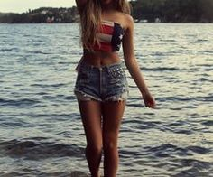 hipster hipsters fashion shorts american flag girl blonde water summer style the look sick style stylish