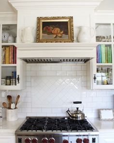 Likes, 110 Comments - Sheila Home Decor Kitchen, Country Kitchen, New Kitchen, Kitchen Interior, Kitchen Dining, Kitchen Cabinets, Kitchen Ideas, Dining Room, Kitchen Vent Hood