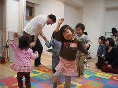 We are so happy to see children enjoy so much! Reia is a great dancer!!