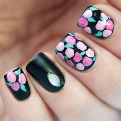 4 Fashionable Manicure Trends for Summer: #No.2 The Flower Nail Art