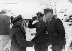 Still from the same period, from left to right: Generaloberst Walter Model (Oberbefehlshaber General der Infanterie Ehrenfried Oskar Boege (Commander and the Luftwaffe Generalmajor Richard Heidrich (Commander