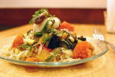 まかない飯:荻窪「カプスーラ」で清涼感た っぷり!半熟卵が絡む夏野菜とイワシの冷製うどん - macaroni