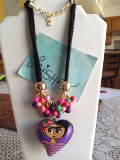 Collar largo de Frida Mexican Jewelry, Heart Crafts, Textile Jewelry, Textiles, Paper Beads, Collar Necklace, Diy Jewelry, Washer Necklace, Creations