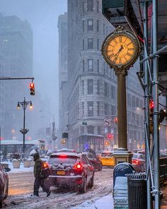New York in Winter (Flat Iron Building) New York City, New York Street, Fuerza Natural, Staten Island Ferry, Washington Square Park, I Love Nyc, City Aesthetic, Best Hotel Deals, Architecture