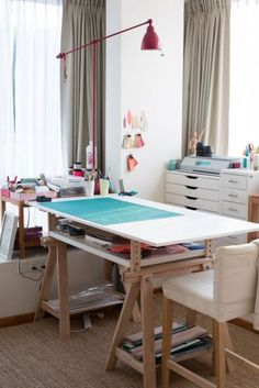 44 Trendy ideas for art studio organization workspaces inspiration Art Studio Room, Art Studio Design, Art Studio At Home, Sewing Room Design, Sewing Rooms, Workspace Inspiration, Room Inspiration, Art Studio Organization, Decoration