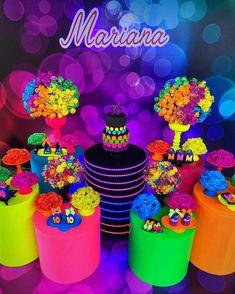 Neon para nos inspirar . Teen Party Games, Sleepover Party, Cute Birthday Ideas, Birthday Photos, 10th Birthday, Birthday Parties, Bolo Neon, Neon Cakes, Sleepover Activities
