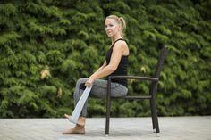 Či už máš bolesti, ale im cheš iba predísť formou prevencie, pozri si tieto cviky na posilnenie kolena. Budeš potrebovať stoličky a uterák. Gym Bag, Bags, Handbags, Bag, Totes, Hand Bags