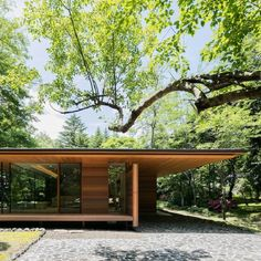 Traditional Japanese and modernist architecture come together in Kidosaki Architects Studio& Yokouchi Residence. Modern House Design, Modern Interior Design, Residential Architecture, Interior Architecture, Computer Architecture, Architecture Portfolio, Landscape Architecture, Japanese House, Mid Century House