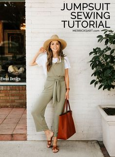 I've been wanting to make a jumpsuit and share a sewing tutorial for one for a LONG time. I finally found the perfect fabric and made this cute overall style jumpsuit. Check out the sewing tutorial… Sewing Hacks, Sewing Tutorials, Sewing Tips, Tutorial Sewing, Merricks Art, Diy Mode, Leftover Fabric, Love Sewing, Sewing Projects For Beginners