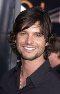 Jason Behr from Skinwalkers.sexiest smile ever. Don't forget him in Roswell--Loved that show. Jason Behr, Pretty Men, Gorgeous Men, Great Smiles, Long Black Hair, Star Wars, Raining Men, Celebs, Celebrities