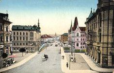 Pe locul vechiului pod al orașului ridicat în secolul al XVII-lea, în anul 1889 s-a construit noul pod de fier.Scopul era de a fluidiza traficul către gară, cele două benzi de circulație și trotuarele largiconferind un aspect modern podului proaspăt inaugurat. În 1890 s-a propus ca pe parcelele de lângă Budapest Hungary, Banksy, Old Pictures, Louvre, Street View, Building, Travel, Modern, Hungary