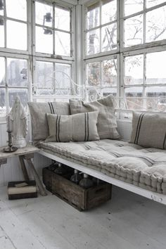 Gorgeous French style window seat