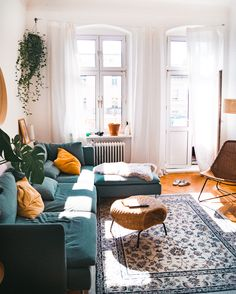 Neue Wohnung Coffee table ideas for the bohemian living room - - # bohemian # for tabl Home Living Room, Apartment Living, Living Room Designs, Living Room Decor, Living Spaces, Bedroom Decor, Hipster Apartment, Urban Apartment, Apartment Design