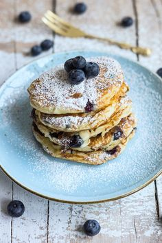 Ricotta-Blaubeer-Pancakes – Flavoured with Love Ricotta Pancakes, Blueberry Pancakes, Food N, Mediterranean Recipes, Brunch, Yummy Food, Healthy Recipes, Burritos, Sweet Dreams