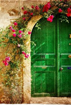 Kelly green door with pink flowers