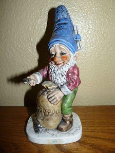 Vintage 1970 Porcelain Retired Goebel/V Co-Boy Utz the Banker Well 513 Figurine