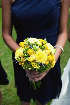 I'm lovin' this dress. & this is a great idea if we go with blue & yellow for colors . . .
