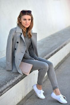 Sneakers Outfit Casual Girlish ballet flats and sexy sky high platform heels are not the only way to go when you want to look fabulous. White Sneakers Outfit, Grey Outfit, Keds Shoes Outfit, Keds Sneakers, Grey Sneakers, Mode Outfits, Fashion Outfits, Womens Fashion, Fall Outfits
