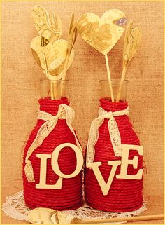 twine wrapped vases or jars Diy Crafts For Home Decor, Holiday Crafts, Wine Bottle Crafts, Bottle Art, Art Drawings Sketches Simple, Craft Wedding, Dot Painting, Valentine Decorations, Rustic Christmas
