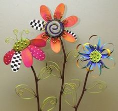 Garden Decor Whimsical Garden Stakes♥♥ (just pinned for the ideas and colors don't like you can buy them) Soda Can Flowers, Tin Flowers, Paper Flowers, Flowers Garden, Flower Petals, Aluminum Can Crafts, Metal Crafts, Recycled Crafts, Aluminum Cans