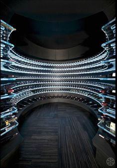 This is what today& high-tech wine racks look like.- So sehen Hightech-Weinregale von heute aus. This is what today& high-tech wine racks look like. Dream Home Design, House Design, Home Wine Cellars, Wine Cellar Design, Wine Cellar Modern, Commercial Architecture, Wine Racks, Storage Design, Wine Storage