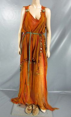 Rome Octavia of The Julii Screen Worn Dress Belt Sandals EP 205 Historical Costume, Historical Clothing, Roman Dress, Roman Clothes, Empire Romain, Roman Fashion, Greek Clothing, Belted Dress, Fashion History