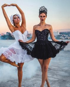 Lele Pons and Hannah Stocking Disfarces Halloween, Ballerina Halloween Costume, Matching Halloween Costumes, Halloween Inspo, Halloween Outfits, Black Swan Costume Halloween, Halloween Costumes For Brunettes, Pretty Halloween Costumes, Fancy Dress