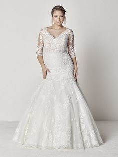 32da98cb3dd 3 4 sleeve scalloped V-neck lace fit and flare wedding dress.