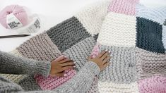 How to Knit a Patchwork Blanket. If you're overwhelmed by knitting, start by choosing a simple project that comes together quickly. A patchwork blanket creates an impressive blanket. But, it's easy to do since it's made by knitting. Knitting Squares, Easy Knitting, Knitting For Beginners, Baby Knitting Patterns, Crochet Patterns, Blanket Patterns, Knit Squares Blanket, Chevron Blanket, Crochet Squares
