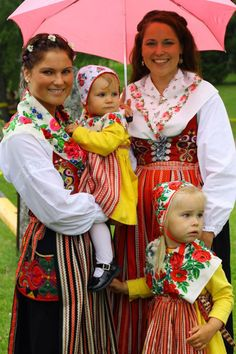 Folk Costume from Leksand, Dalarna, Sweden. | In Leksand the old tradition of waring folk custume is still very present on midsummer, weddings and special occasions