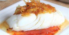 Bacalao a la plancha con mermelada de tomate y cebolla caramelizada. Cod Fillet Recipes, Fish Recipes, Seafood Recipes, Cooking Recipes, Healthy Recipes, Healthy Food, Bacalao Recipe, Tapas, Food Humor