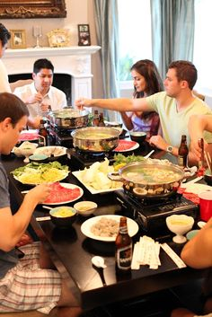 The first time I had authentic Japanese Shabu Shabu, I was in love! After that, we were on this crazy quest to try every single restaurant . Korean Bbq At Home, Korean Grill, Seafood Recipes, Cooking Recipes, Raclette Recipes, Shabu Shabu Recipe, Fondue, Korean Side Dishes, Pork Fillet