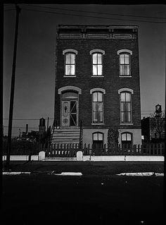 Walker EVANS :: Dilapidated Brick Italianate Town House, Chicago, Illinois, 1946