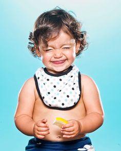 Una fettina di limone e il gioco è fatto. I fotografi April Maciborka e David Wile hanno scoperto osservando il figlio di amici l'effetto che una fetta